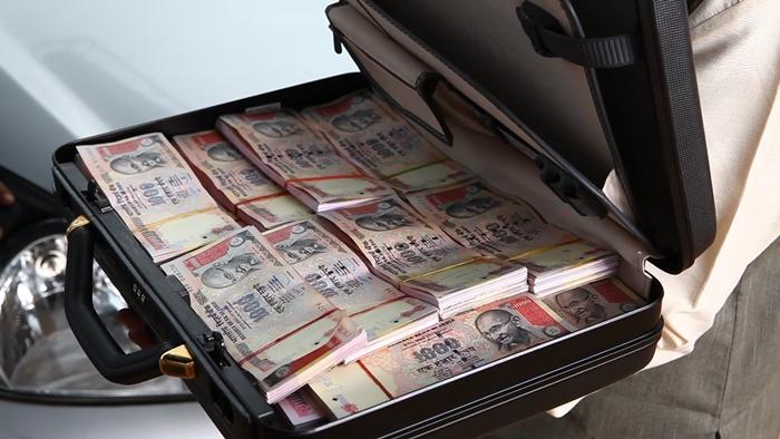 Quy định mang theo ngoại tệ, tiền mặt khi nhập cảnh vào Việt Nam