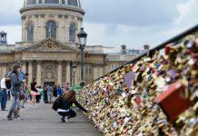 Cầu Pont des Art, Paris, Pháp – Cây cầu tình yêu nổi tiếng thế giới